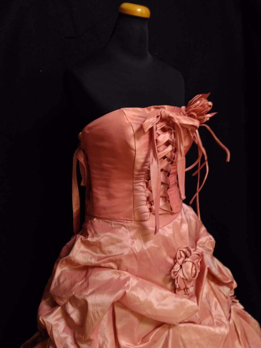 チェリーピンクのサテン地ドレス、編み上げベアトップ・サイズフリー_画像3
