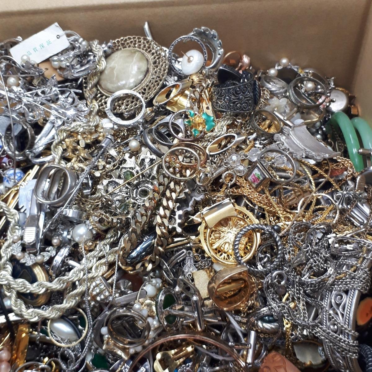 10.3kg アクセサリー 大量 ネックレス 指輪 リング ペンダント ブローチ等 まとめ売り おまとめ まとめて セット 整理品 ヴィンテージ A2_画像3