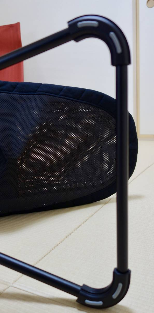 美品 ベビービョルン バウンサー ブラック 持ち運びケース付 ベビーシッターバランス メッシュ_画像6