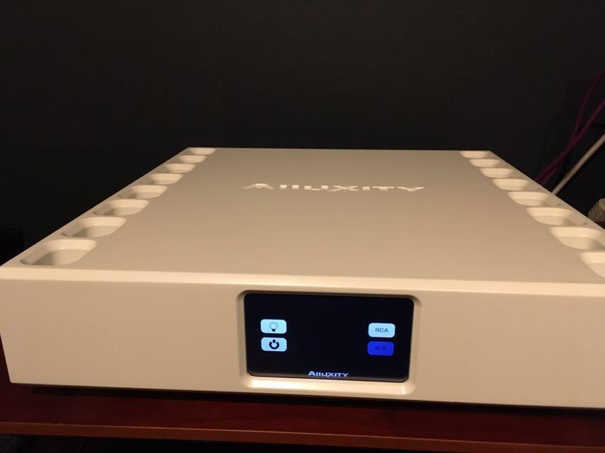 【美品】Alluxity パワーアンプ Power One デンマーク製 定価160万円_画像3