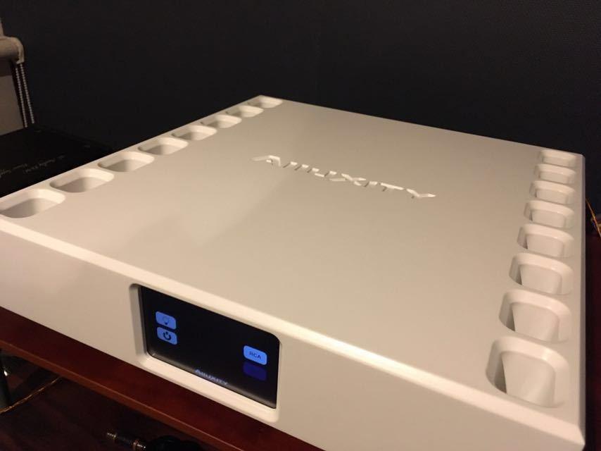 【美品】Alluxity パワーアンプ Power One デンマーク製 定価160万円_画像4