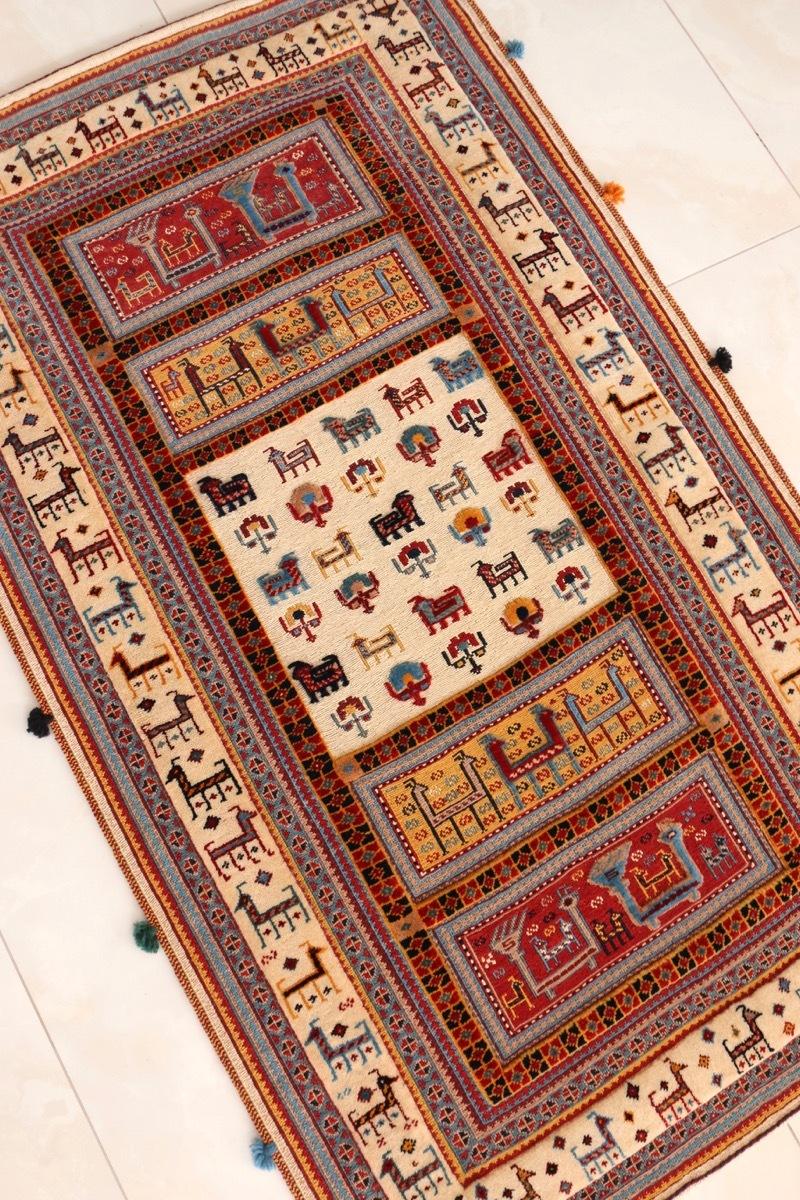感動の一枚 ギャッベ王御所ゾランヴァリ社によるスマックと絨毯のコンビラグ 遊牧民の手作り 子供部屋にも 草木染でウール100%
