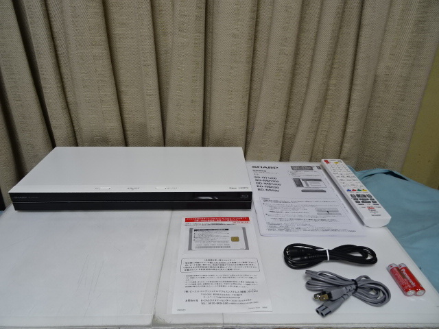 SHARP シャープ BD-WW1200 展示品  2チューナー・1TB _画像2