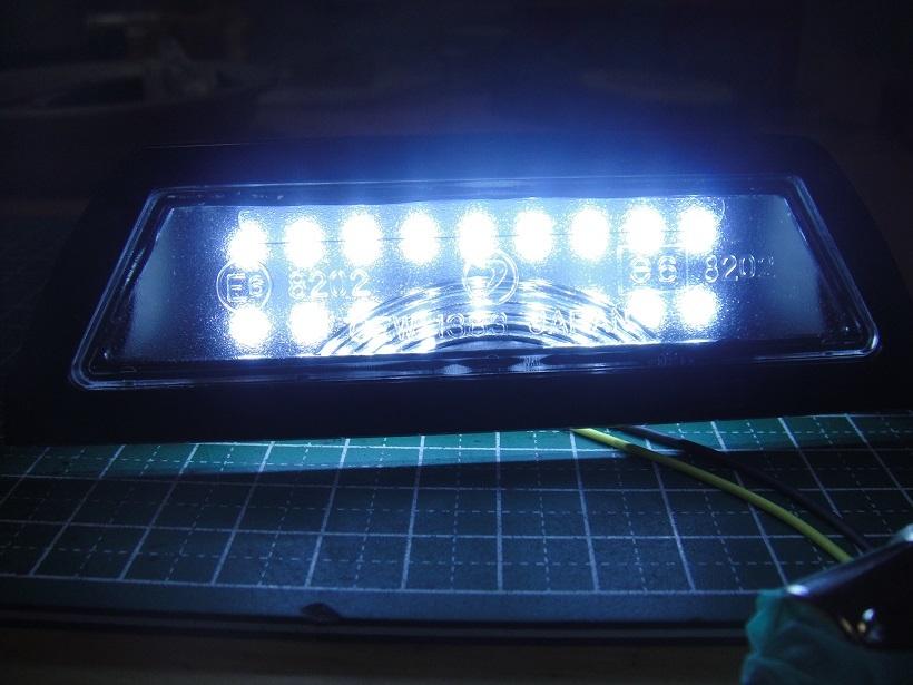 ワンオフ★新品レンズ加工済★サンバートラック 高輝度LEDナンバー灯 通常の2倍 0.5W LED18連仕様_画像3