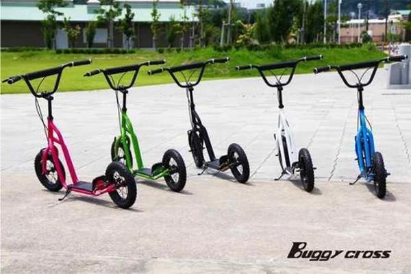 【新品1円~】Buggycross バギークロス ルナメタル 12inch新感覚キックスクーター キックボード レジャー アウトドア No.2_画像9