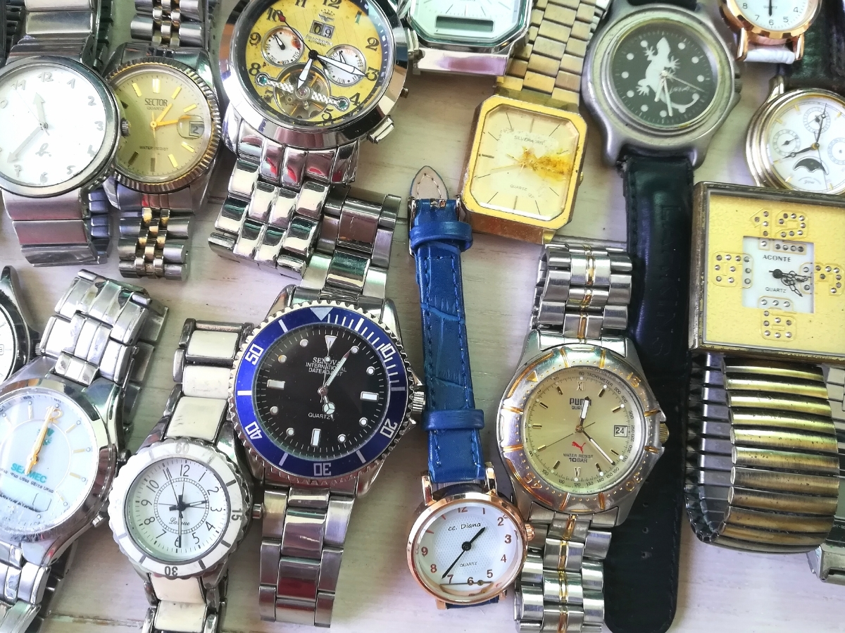 40本 大量 腕時計 セット まとめて SEIKO CITIZEN CASIO GUCCI YSL TECHNOS 等 ヴィンテージ ジャンク_画像4