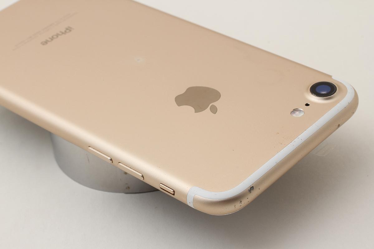 ★美品★iPhone 7 32GB ゴールド(Softbank) 判定〇 バッテリー残量87% アクティベーションロック解除済 #7-74_画像3
