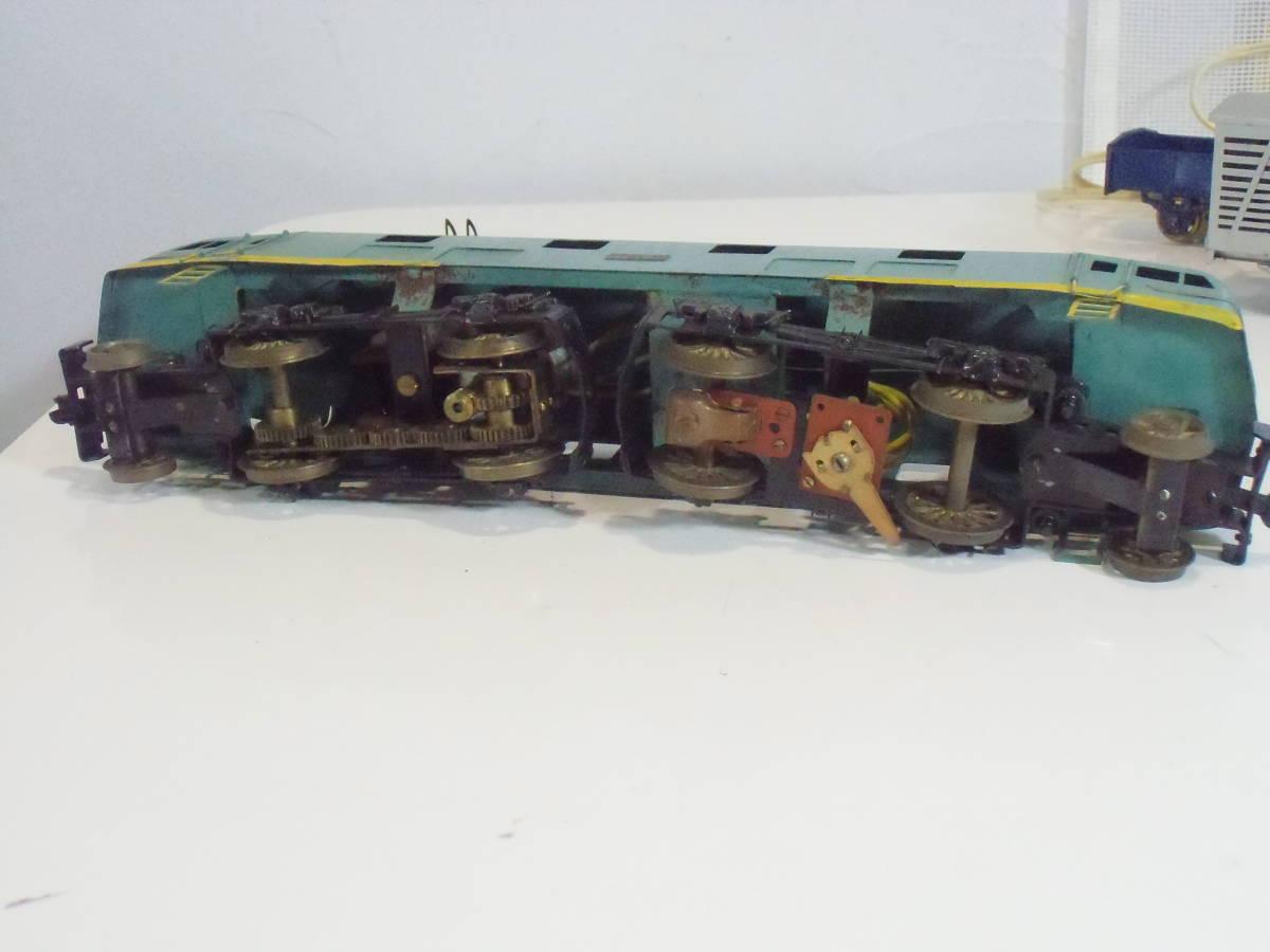◆ とっても古いOゲージ 車輌+トランス+線路セット: 1)機関車2両+貨車4両 2)左右ポイント+直線7+曲線22本 3)トランス 車輪良 動作未確認_画像3