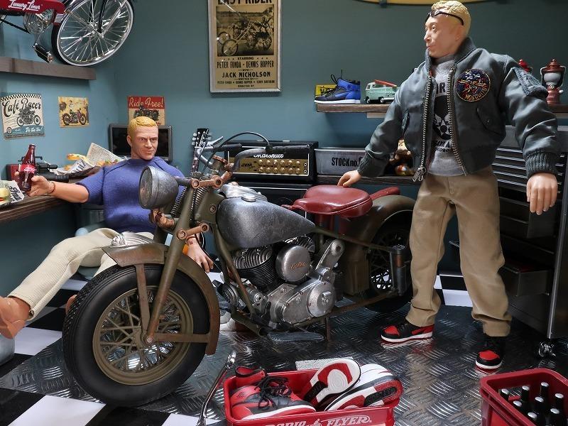 フィギュアは含まれません。バイクのみです