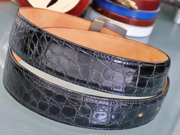 超美品 ヴィトン VUITTON 極希少 最高級リアルクロコダイルレザー サンチュールLV CUT メンズベルト 黒×SV金具 クロコレザー 本物 正規_画像3