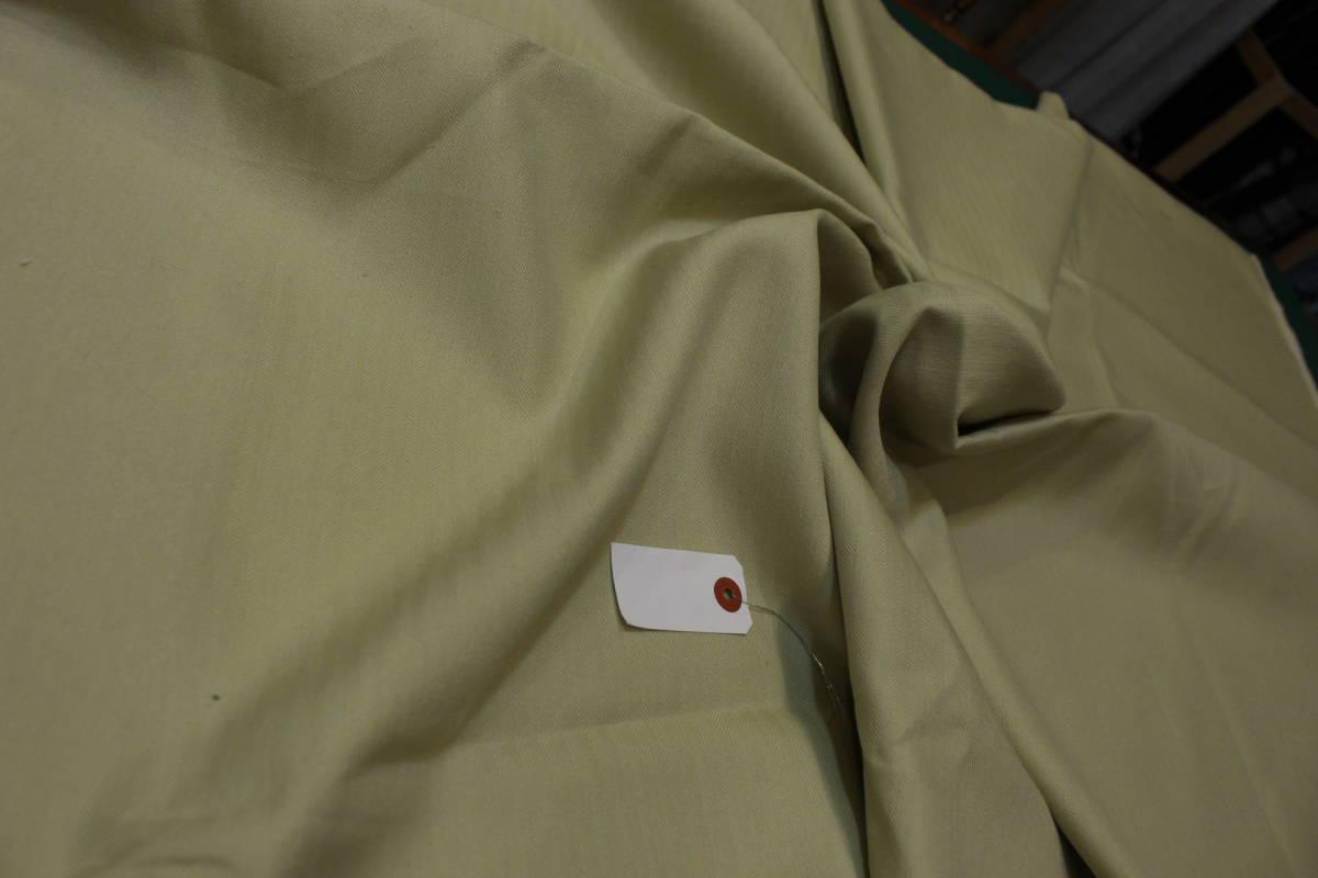 細かなヘリンボーンの織りがベースです◎