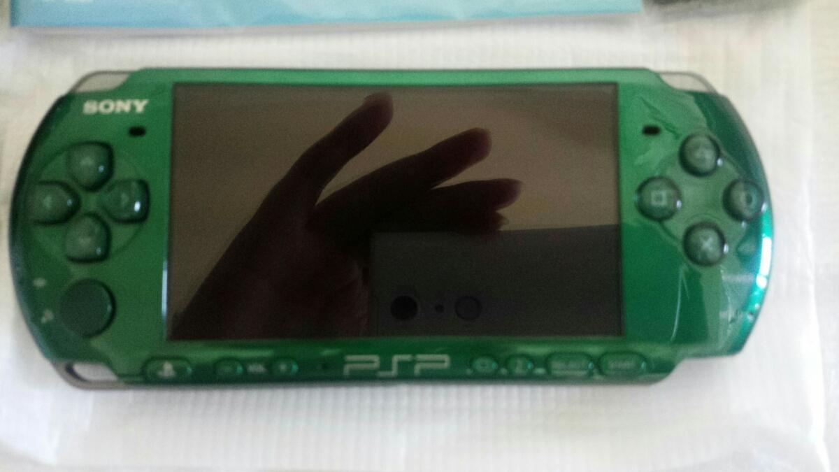 新品同様 PSP「プレイステーション・ポータブル」 スピリティッド・グリーン (PSP-3000SG) 本体 1円~_画像4