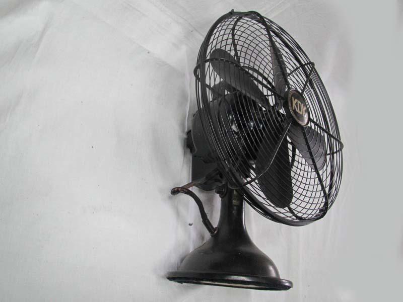 ■鉄製の古い扇風機 川北電機製作所製 時代箱入り 動作未確認_画像3