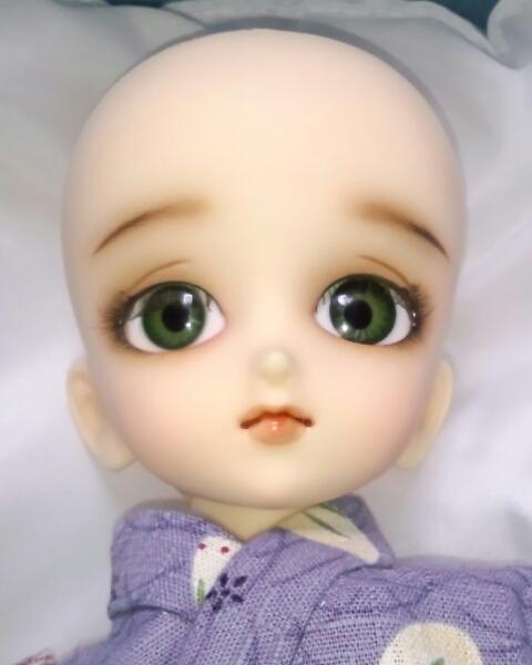 ワンオフMSD女の子すわりっこ限定なぎさ◆特注ウィッグリボン三つ編みカチューシャ造形村グラスアイ濃緑16mmボークスmayura様メイクヘッド_やわらかで子供らしい造形とふんわり眉です