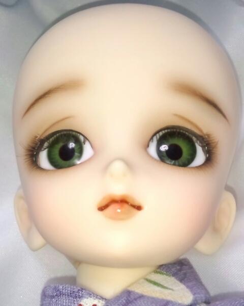 ワンオフMSD女の子すわりっこ限定なぎさ◆特注ウィッグリボン三つ編みカチューシャ造形村グラスアイ濃緑16mmボークスmayura様メイクヘッド_アオリ角度。
