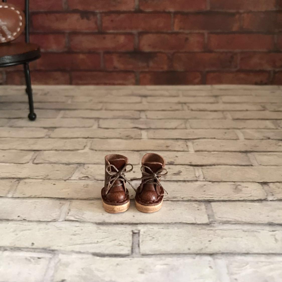 プチブライス本革 ミニチュア靴 チョコカラー ハート刻印_画像2