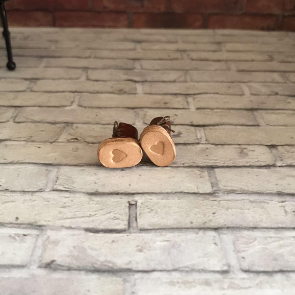 プチブライス本革 ミニチュア靴 チョコカラー ハート刻印_画像4