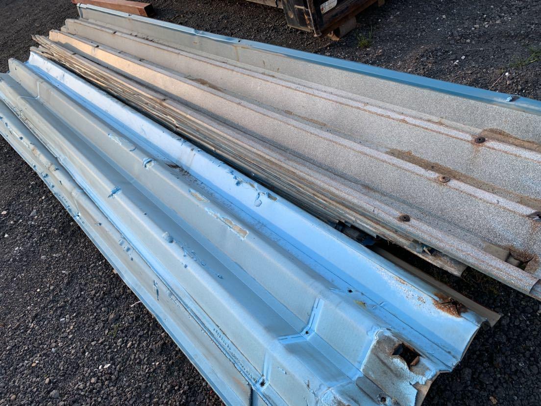 倉庫解体 壁材 外壁材 角波板 19枚 中古 建材 鉄板 屋根材 波板 トタン  長さ約3.9m前後 幅60cm前後_画像9