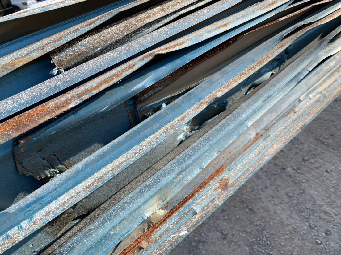 倉庫解体 壁材 外壁材 角波板 19枚 中古 建材 鉄板 屋根材 波板 トタン  長さ約3.9m前後 幅60cm前後_画像6
