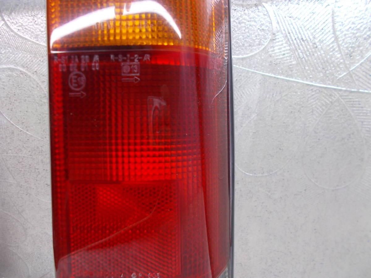 送料無料○KV3 サンバー 純正テールライト テールランプ 右 中古 OEW 2074A _画像3