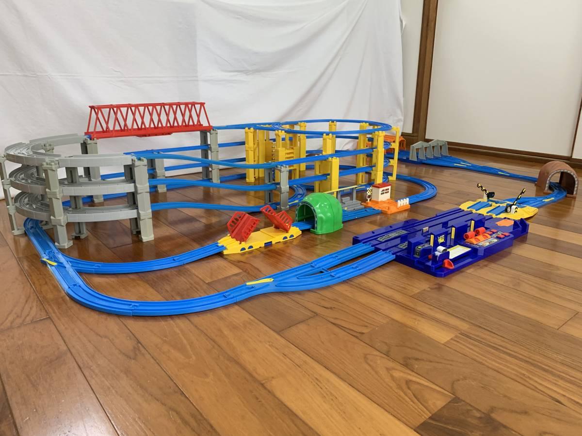 プラレール 4段レイアウト 直線レール・曲線レール・橋脚など大量 車両基地_画像6