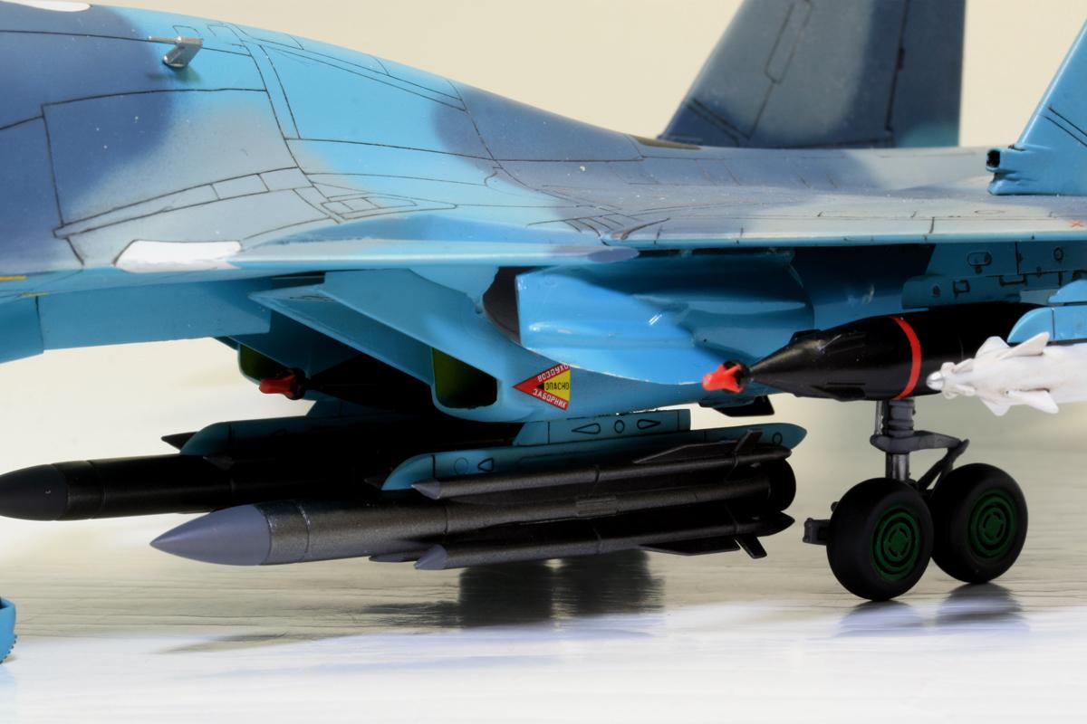 1/72 タミヤ(イタレリ) ウォーバードコレクション スホーイ SU-34 フルバック 塗装済み完成品_画像7