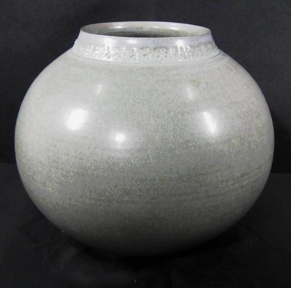 砥部焼 大西光 青白磁 花瓶 口径9.5×径18.5×高17cm_画像1