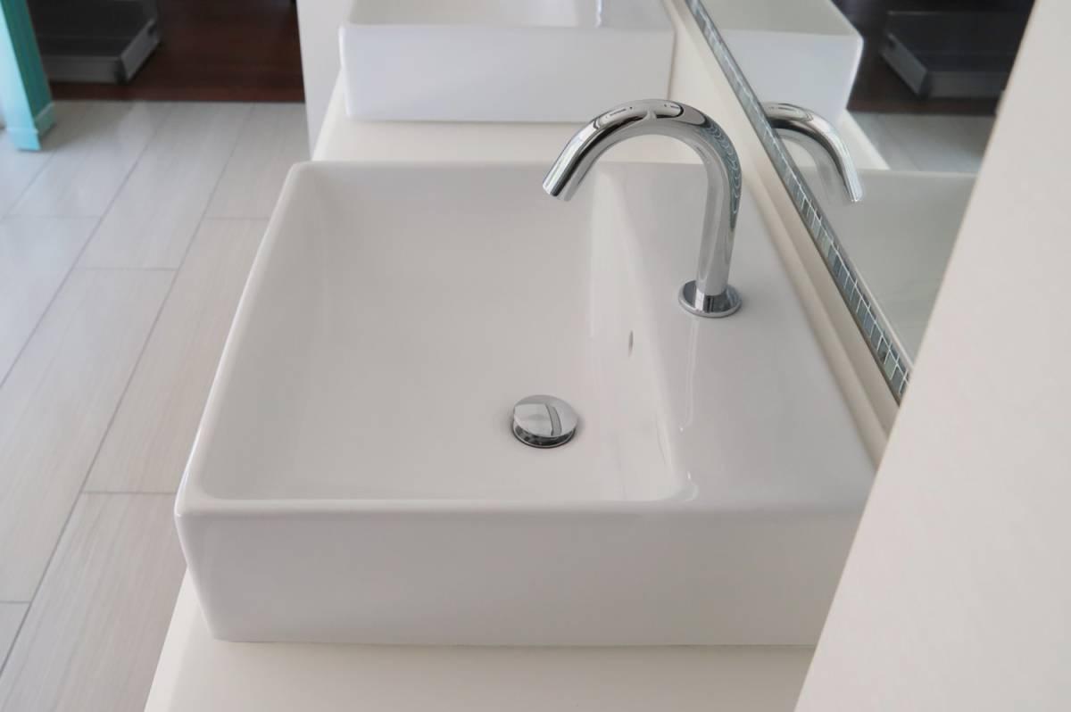 Eイ3 P04095 展示品 TOTO 水栓付き洗面台 L710C_画像2