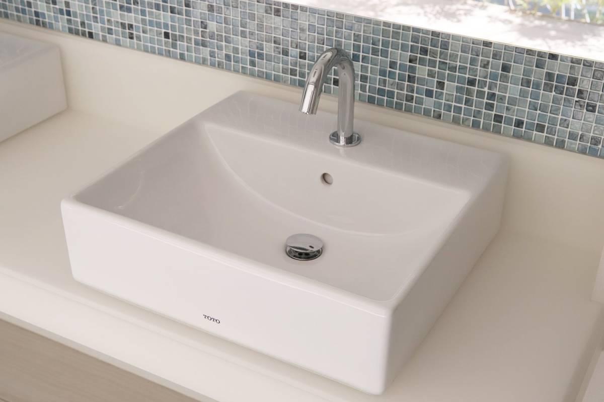 Eイ3 P04095 展示品 TOTO 水栓付き洗面台 L710C