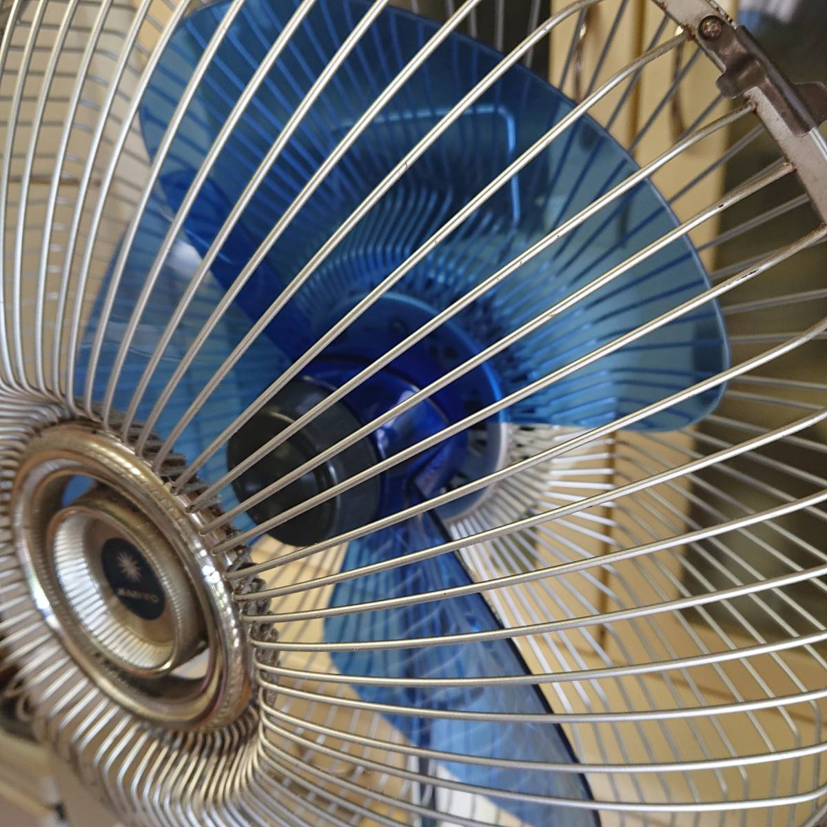 昭和レトロ☆三枚羽SANYOサンヨー 扇風機 ファンEF-6BN☆動作確認済み 高さ調整付_画像3