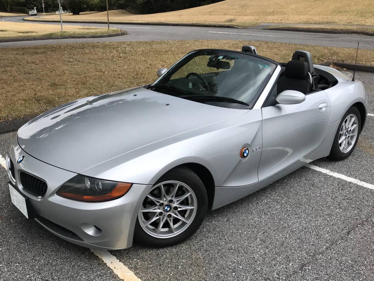 BMW Z4 2.2i 【低走行47.810 km!掘り出し物】これからの季節に最高!直列6気筒DOHC170psのシルキーシックス!ナビ/地デジ/ETC、程度抜群!_画像3