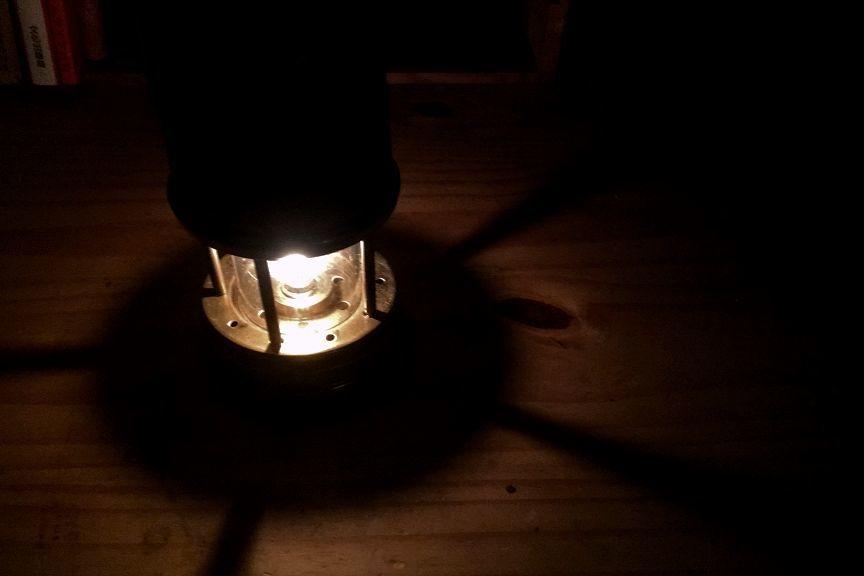 LEDにはない本来の灯りを楽しめます