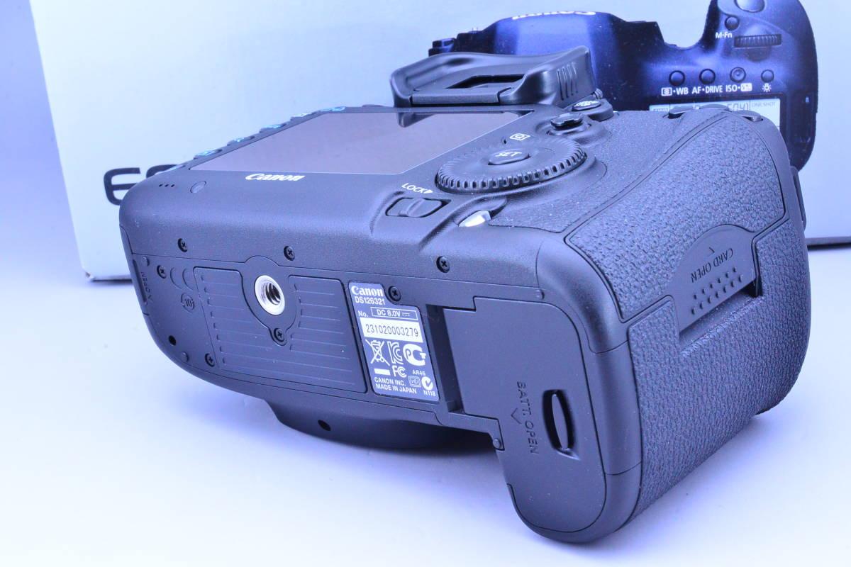 【S数5600回・新品同様】 CANON キヤノン EOS 5D Mark III マーク 3 ボディ 元箱 ★ストラップ未使用!新品と遜色ないコンディションです!_画像4