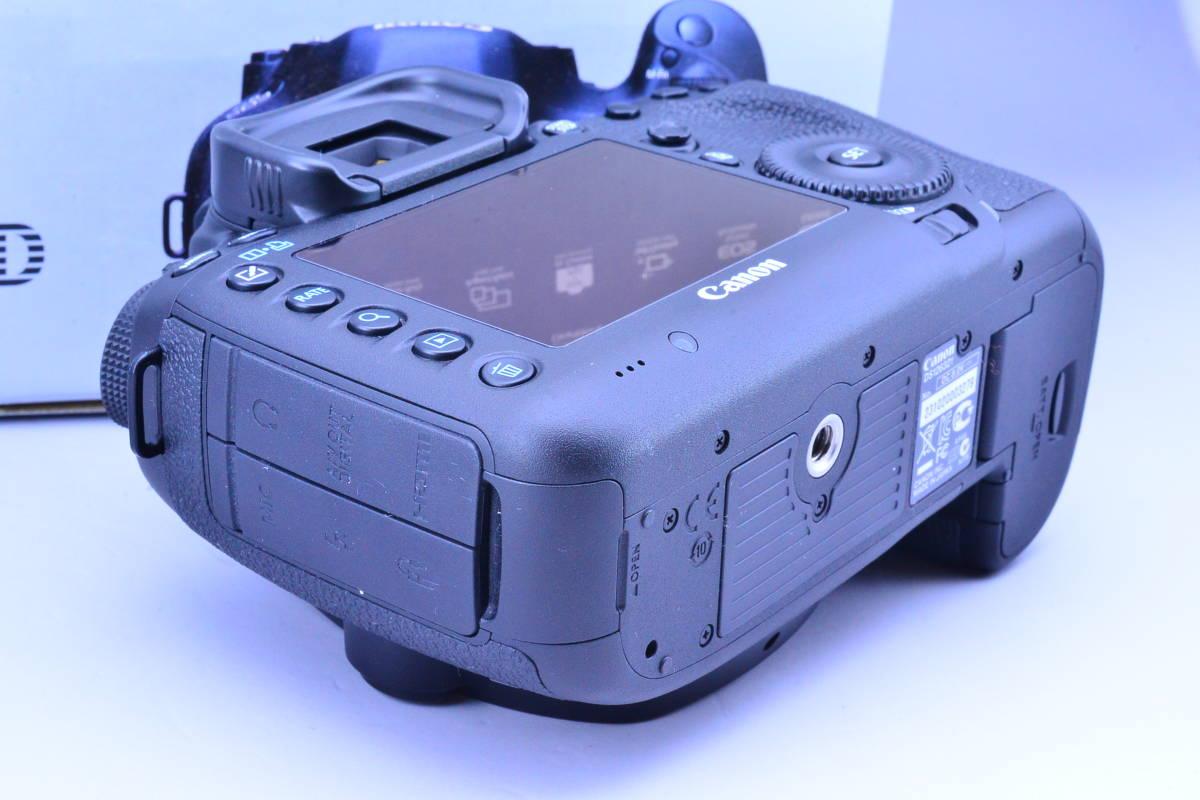 【S数5600回・新品同様】 CANON キヤノン EOS 5D Mark III マーク 3 ボディ 元箱 ★ストラップ未使用!新品と遜色ないコンディションです!_画像5