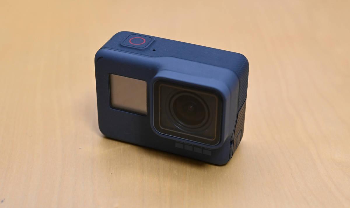【状態良・送料無料】GoPro HERO5 Black/純正3-Wayグリップ・32GB MicroSDカードなどおまけ多数