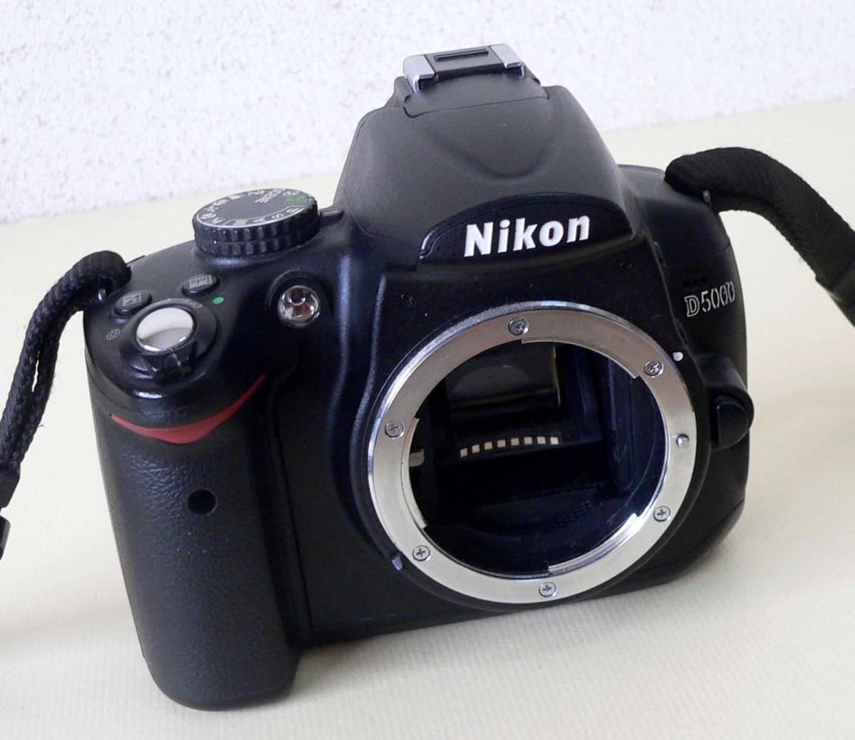 ★ ジャンク品 / NIKON D5000 ボディ 2119392 ★_画像2