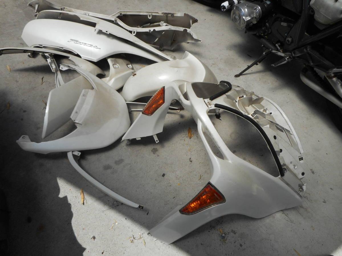 フォルツァ MF08 放置車両 MF08-131**** より取り外し 外装1台分_画像3