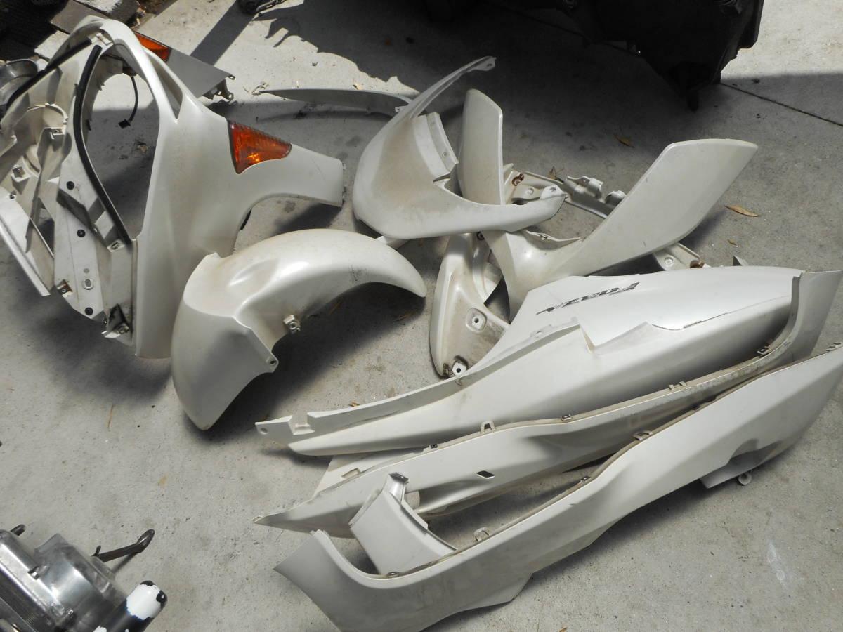 フォルツァ MF08 放置車両 MF08-131**** より取り外し 外装1台分