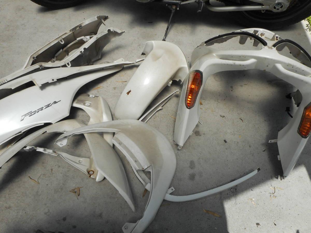 フォルツァ MF08 放置車両 MF08-131**** より取り外し 外装1台分_画像4