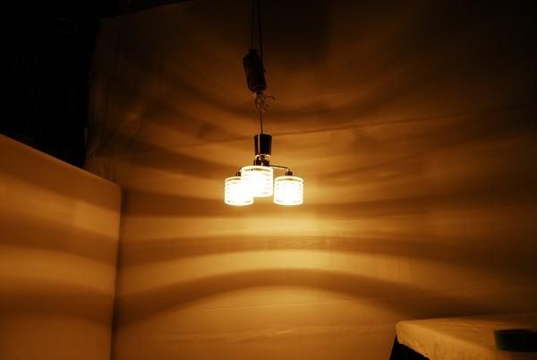 8764 3灯 シャンデリア インターフォルム LT-2073ST 天井照明 ガラスシェード_画像2