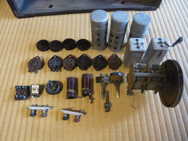 ジャンク 修理・部品取り用 ラジオのケース・シャーシ・部品の一部_画像4