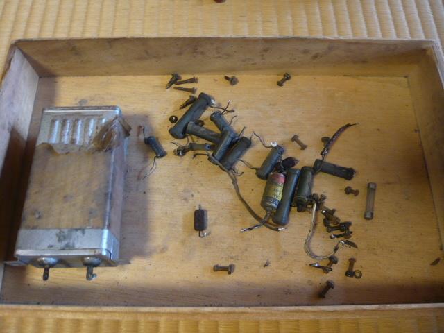 ジャンク 修理・部品取り用 ラジオのケース・シャーシ・部品の一部_画像5