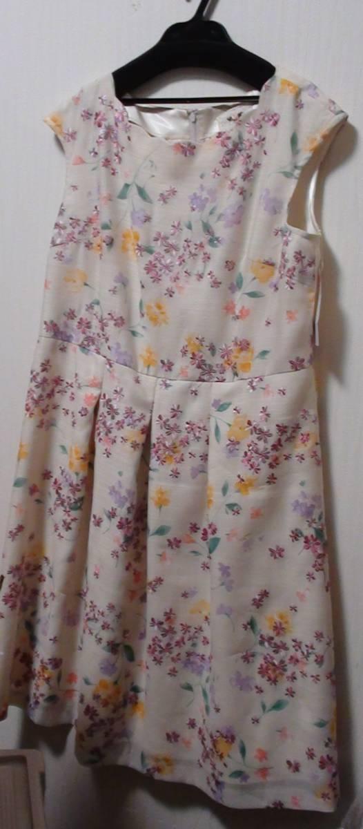 新品タグ付 サンプル品 Rose Tiara(ローズティアラ)スカラネックフラワー刺繍ワンピース 大きいサイズ42