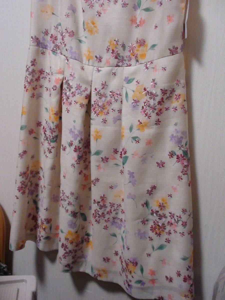 新品タグ付 サンプル品 Rose Tiara(ローズティアラ)スカラネックフラワー刺繍ワンピース 大きいサイズ42_画像4
