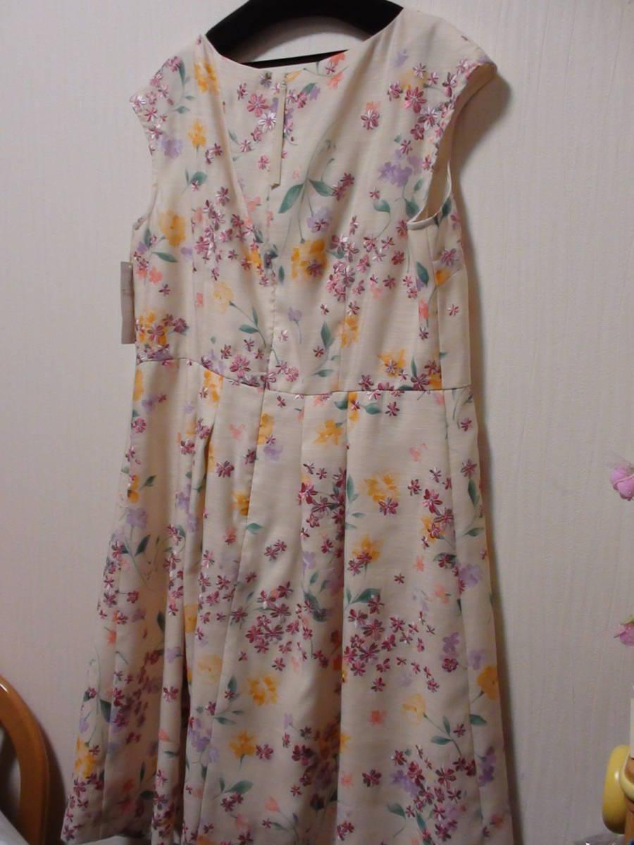 新品タグ付 サンプル品 Rose Tiara(ローズティアラ)スカラネックフラワー刺繍ワンピース 大きいサイズ42_画像7