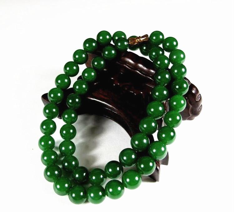 和田玉碧玉ネックレス 緑の玉のネックレス