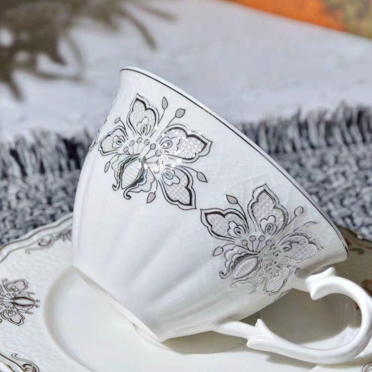西洋陶磁器/コーヒーカップ/花のカップ/赤いカップ/小さいコーヒー皿