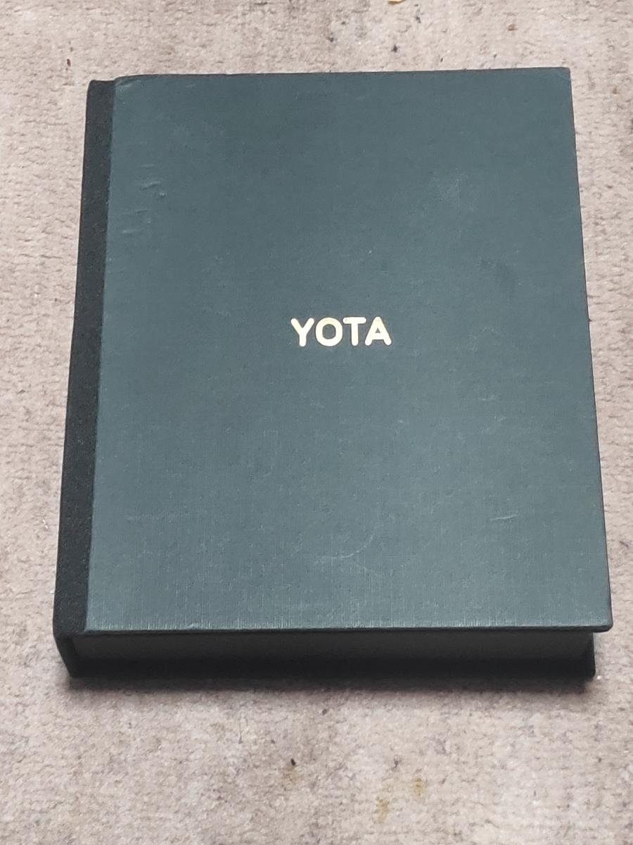 中古美品 ジャンク扱い yotaphone yota3+ 両面ディスプレイ eink 付属品完備_画像3