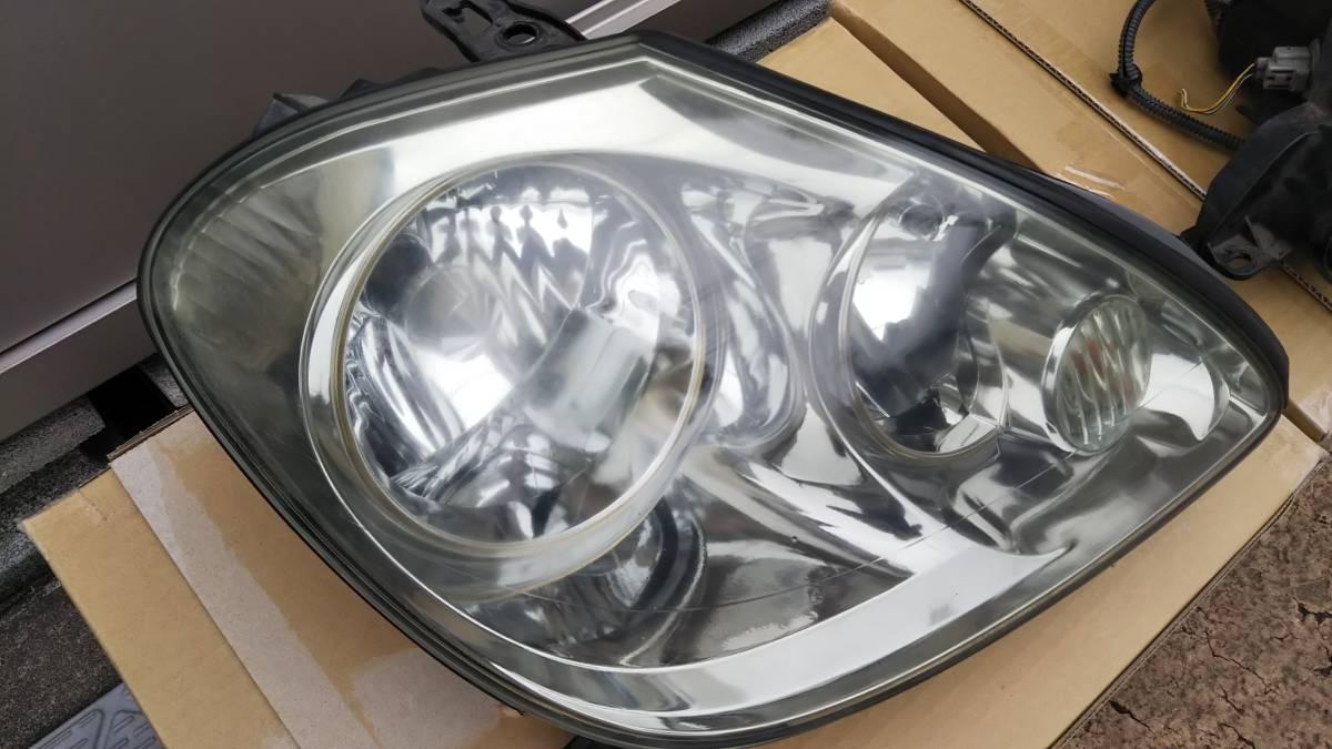 ブレビス ヘッドライト 左右セット 加工用または部品取りに _運転席側は、バルブ切れです
