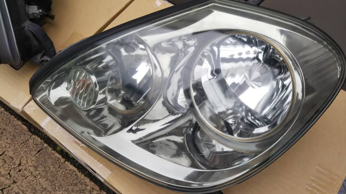 ブレビス ヘッドライト 左右セット 加工用または部品取りに _助手席側は、点灯OK